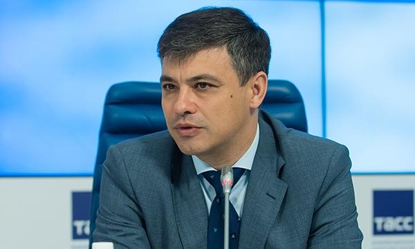 Морозов призвал депутатов объединиться для защиты врачей