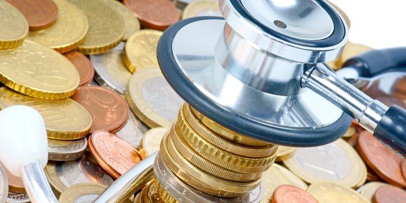 Минздрав ограничивает зарплату руководителям медучреждений