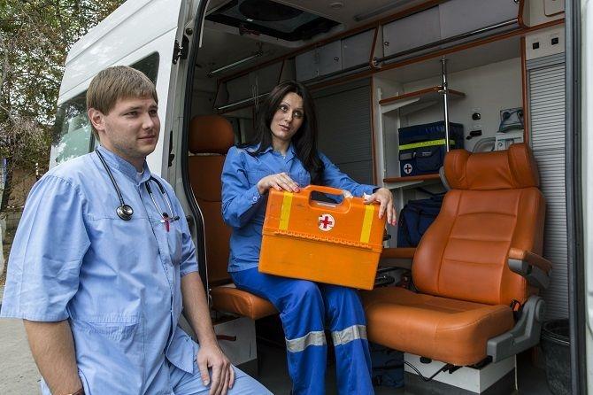 Профлидер: В бригады скорой помощи надо вернуть санитаров