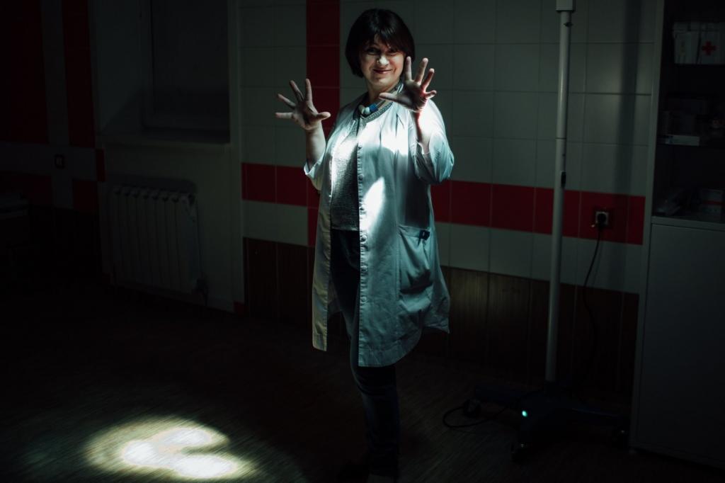 Московский родильный дом №26 в 2015 году стал частью масштабной программы по оптимизации медицинских учреждений. В большинстве случаев это означает сокращение финансирования, объединение с другими учреждениями и увольнение «неэффективного», по мнению чиновников, персонала. О том, как происходит реформирование системы здравоохранения, рассказали сотрудники оптимизированного московского роддома. Юлия Филяева, врач акушер-гинеколог, работает в частной клинике