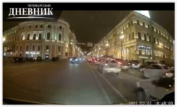 "Инцидент со ""скорой"" и VIP-такси в Петербурге попал на видео"
