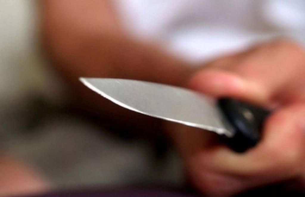 Угрожавший ножом медикам поликлиники мужчина задержан на севере Москвы