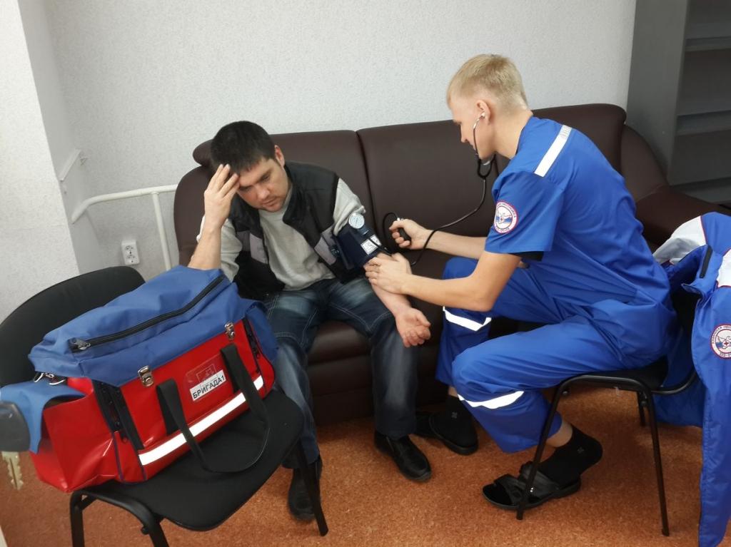 Фельдшера скорой насильно удерживал в квартире в Приамурье пьяный муж пациентки