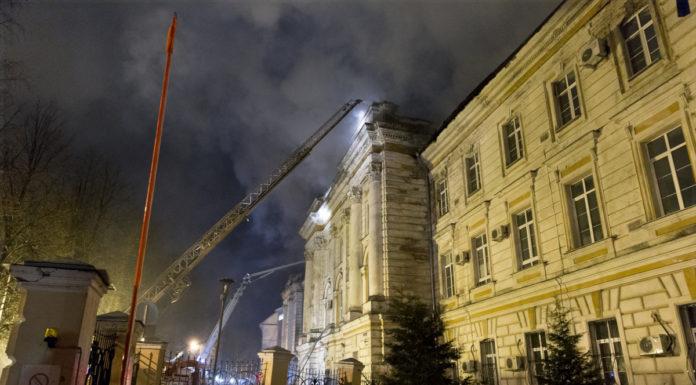 В Твери медсестры на руках выносили детей из горящей больницы