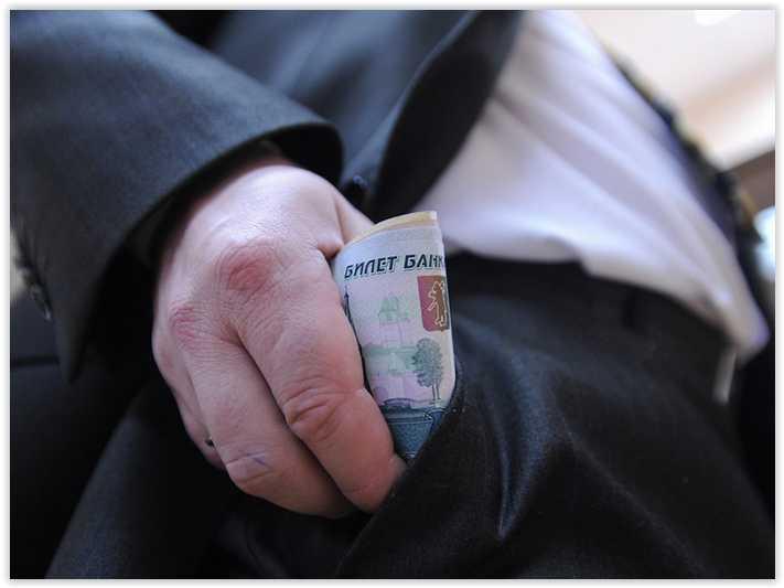 Средняя зарплата в Минздраве выросла почти до 98 тысяч рублей