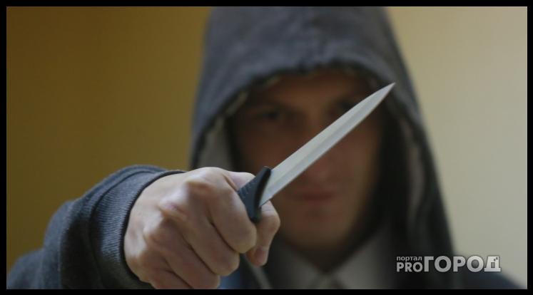 """Очевидец: """"В Кирове муж избил 22-летнюю жену и накинулся с ножом на врачей"""""""