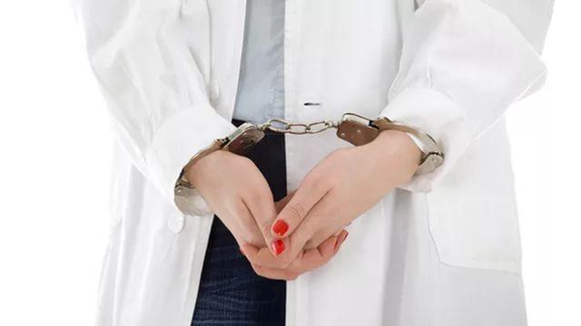 Главный врач петербургской поликлиники судится с сотрудниками за 8,5 тысяч рублей