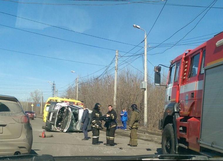 В Челябинске пикап протаранил «скорую»: машина перевернулась несколько раз (ФОТО)
