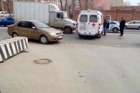 В Ростове «ЗИЛ» врезался в машину скорой помощи