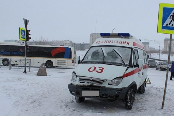 В Воркуте водитель иномарки не уступил дорогу скорой помощи