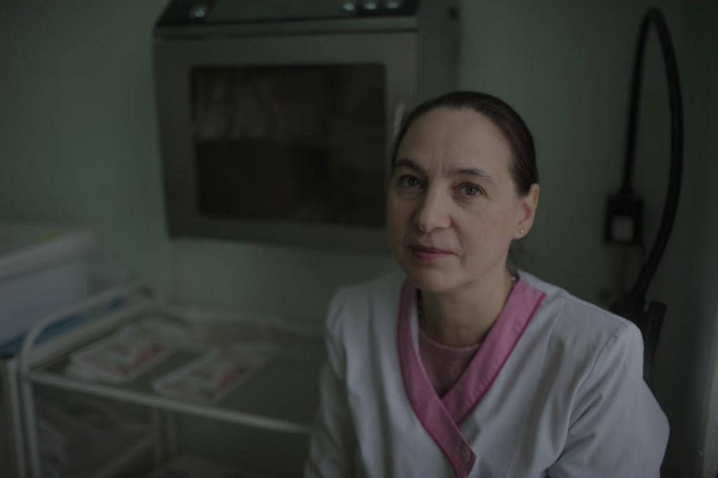 Наталья Максименко, акушер-гинеколог Даниловской центральной районной больницы, на своем рабочем месте, 20 апреля 2017 года Фото: Анна Иванцова