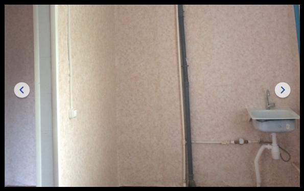 """Врач из Тюменской области отстояла своё право на служебное жильё. Как рассказала молодой специалист, в местном Департаменте здравоохранения заявили, что у неё """"завышенные требования"""". Молодому тюменскому врачу Сабине Гербер, которой попрограмме «Земский доктор» дали непригодную для жизни квартиру, наконец-то сделали ремонт. Власти Сорокинского района пошли наэто только после обращения Сабины вСМИ."""
