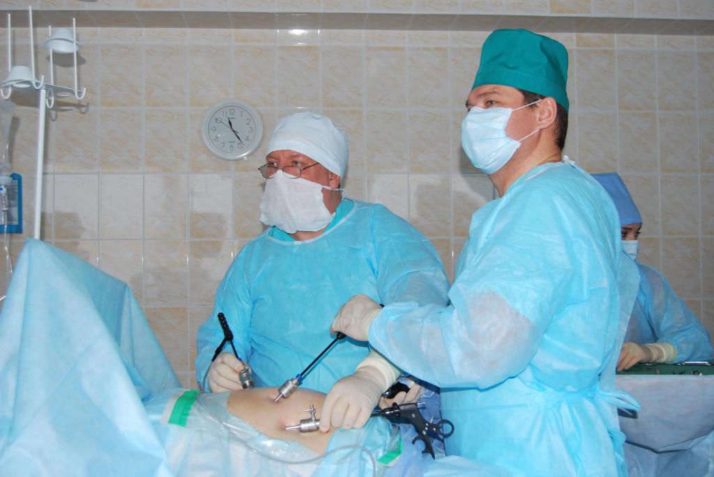 Московские врачи избавили пациентку от ущемления кишки, которым она страдала 21 год