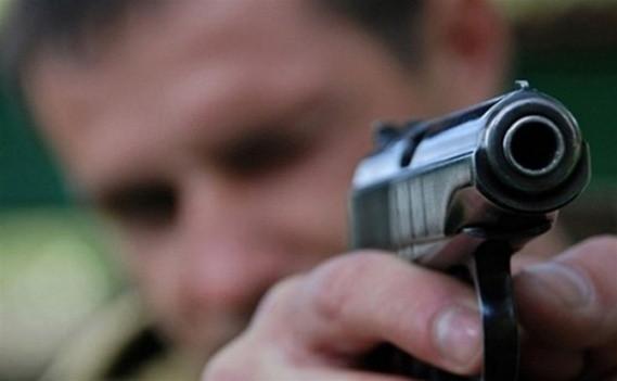 Мужчина угрожал медикам скорой помощи пистолетом