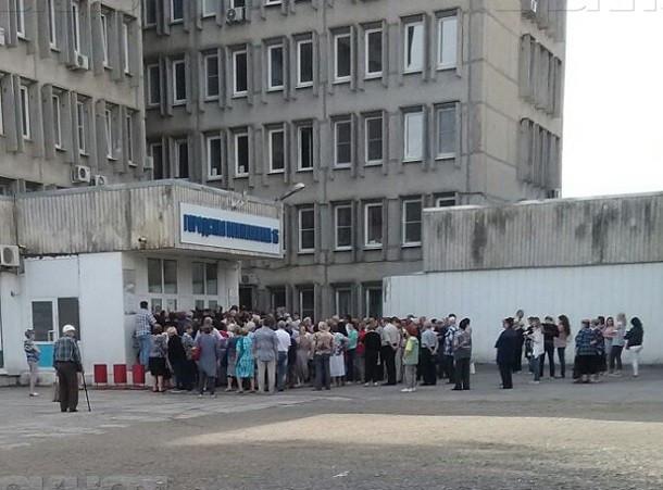 Очевидец: ростовские пенсионеры штурмом берут поликлинику