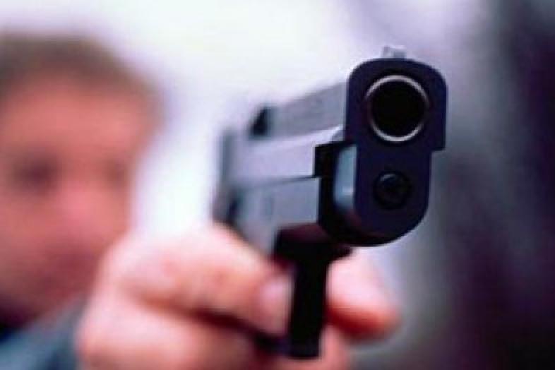 Мужчина с пистолетом бегал по больнице и угрожал медикам