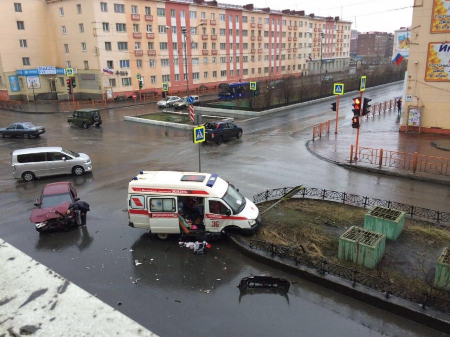 «Десятка» врезалась в машину «скорой» с роженицей внутри