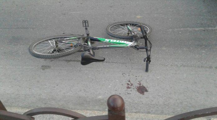 Спешащая на срочный вызов к ребенку скорая сбила велосипедистку