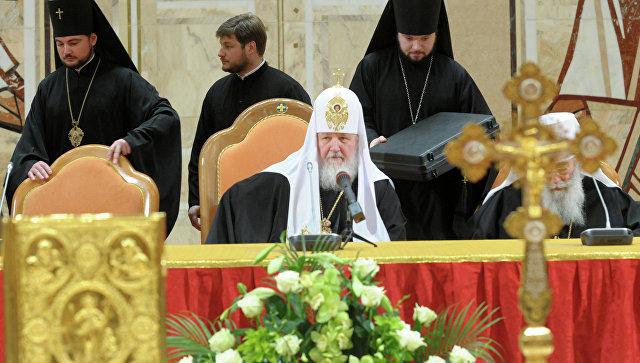 РПЦ запрещает священникам работать в медицине