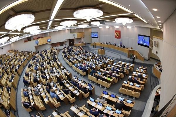 """Депутат Госдумы счел некорректным """"превосходство"""" парламентария над врачами"""
