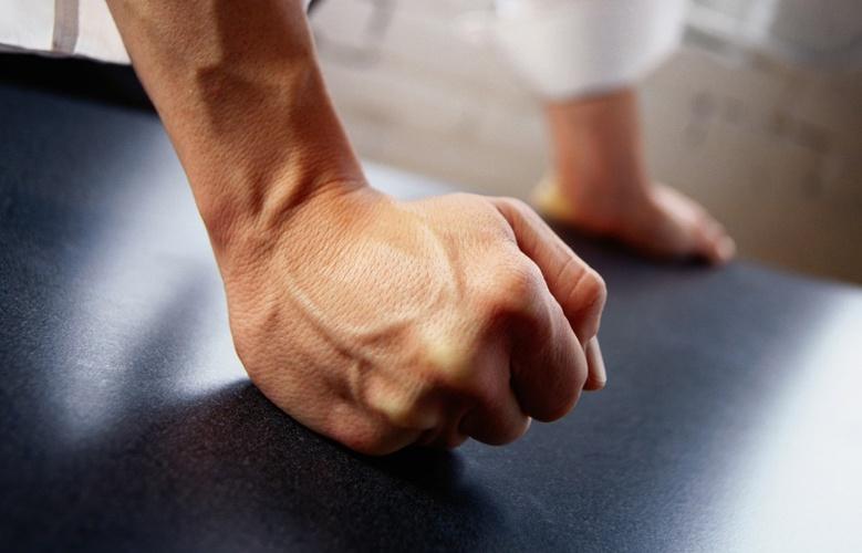 Пьяный друг пациента избил врача-терапевта