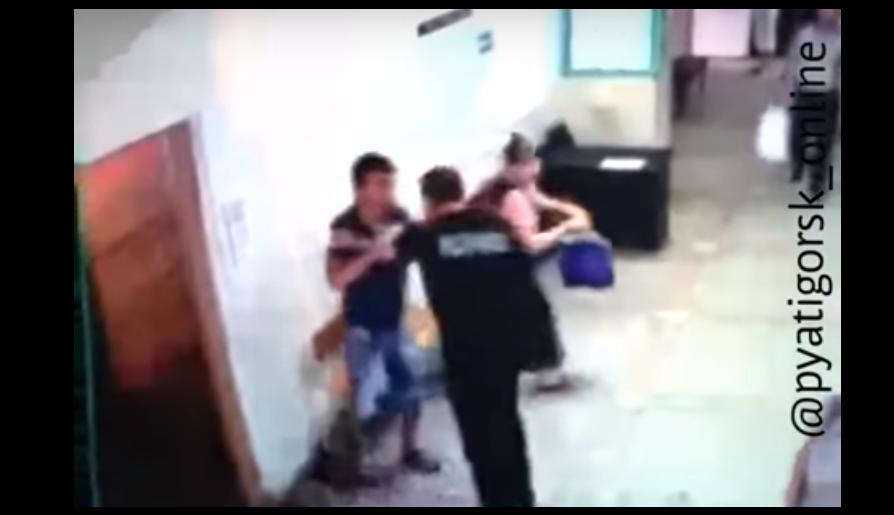 Конфликт охранника и пациента