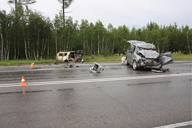 Водитель скорой получил сильные ожоги вДТП с«Хендаем»