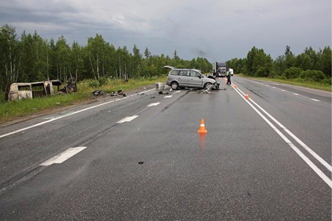 Утром 3 июля на автодороге Челябинск — Магнитогорск в лобовом столкновении легкового «Хендай» и скорой помощи на базе УАЗа-«буханки» пострадали два человека. По предварительным данным УГИБДД по Челябинской области, виновником аварии является водитель иномарки, передаёт 3 июля Znak.