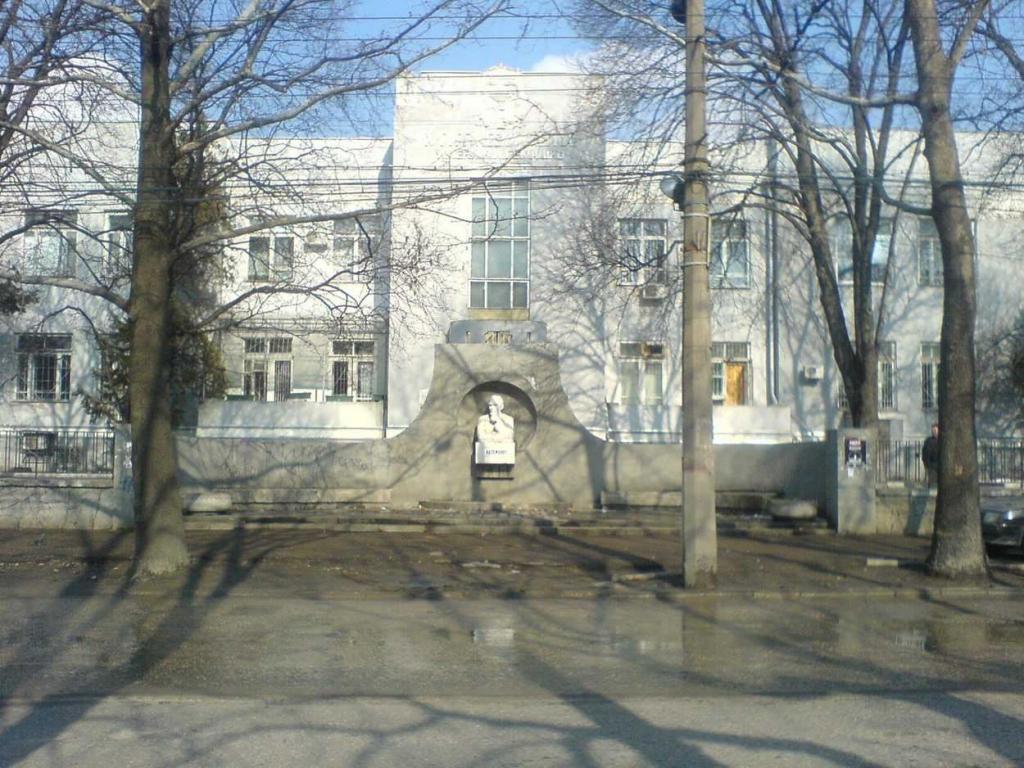 Минздрав Крыма: Зарплата младшего медперсонала больницы Семашко ниже минимальной
