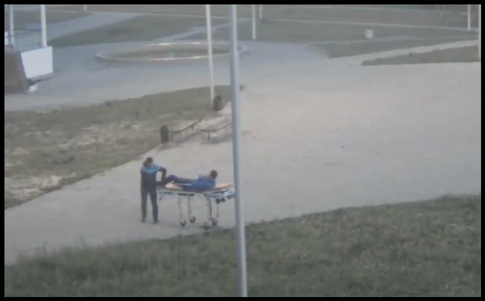 В ХМАО двое мужчин угнали каталку из машины скорой