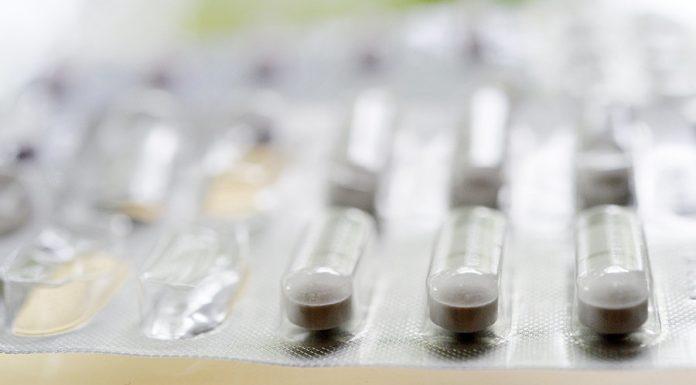 Россиян могут начать лечить препаратами без регистрации