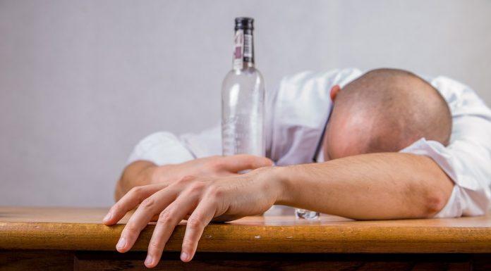 Минздрав считает, что повышение цен на алкоголь снизит пьянство в России