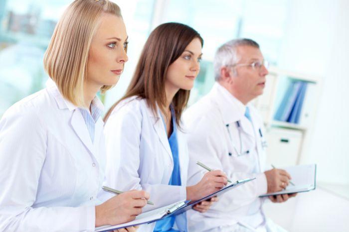 Половина врачей втянулась в систему НМО