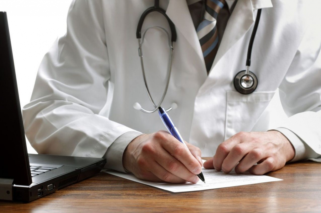 Профсоюз медиков: регионы теряют врачей из-за низкой зарплаты