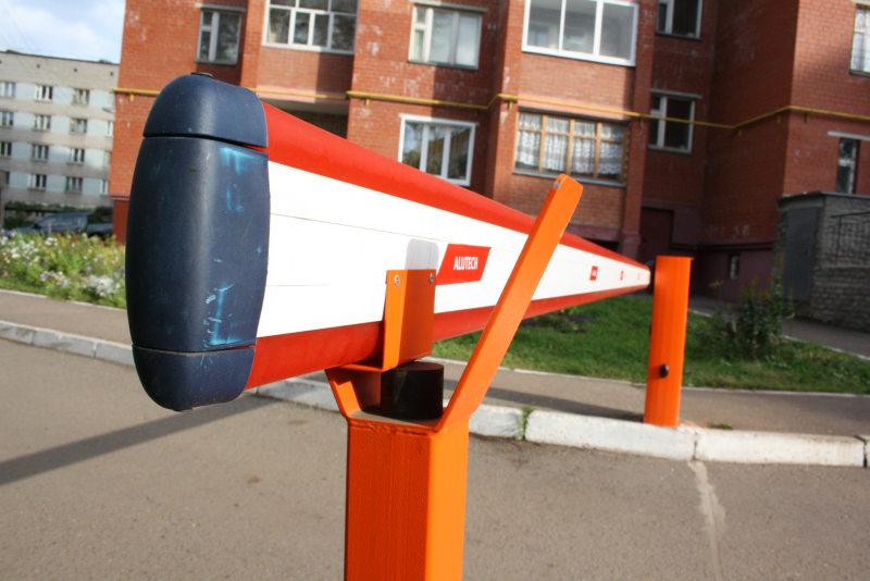 В Красноярске скорая помощь два часа провела в ожидании открытия шлагбаума