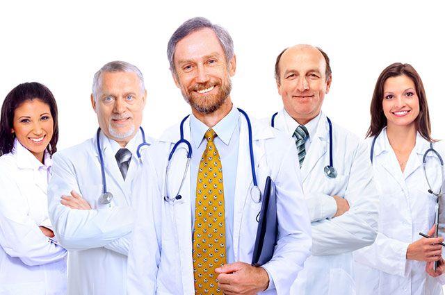 После 65-и уже не врач? К чему приведут здравоохранение новые ограничения