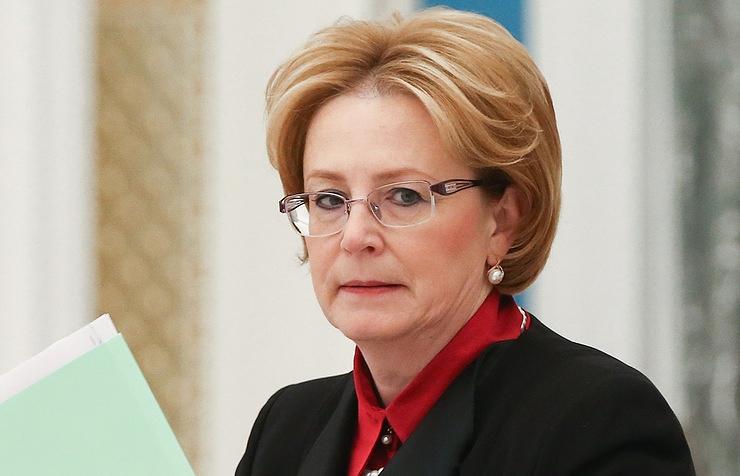 Скворцова советует проверять в Минздраве просьбы собрать деньги на лечение за рубежом