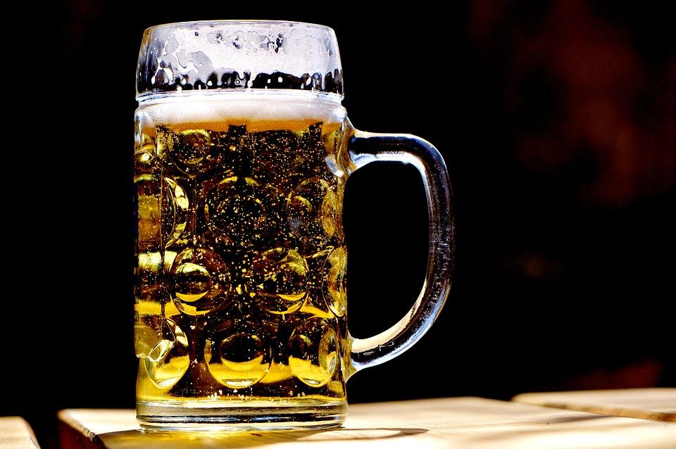 Минздрав назвал рекламу безалкогольного пива стимулом косвенного роста спроса на алкоголь
