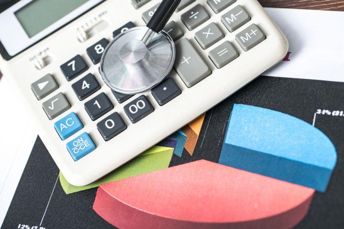 В бюджете ФОМС денег на зарплаты медикам хватит только до 2019 года