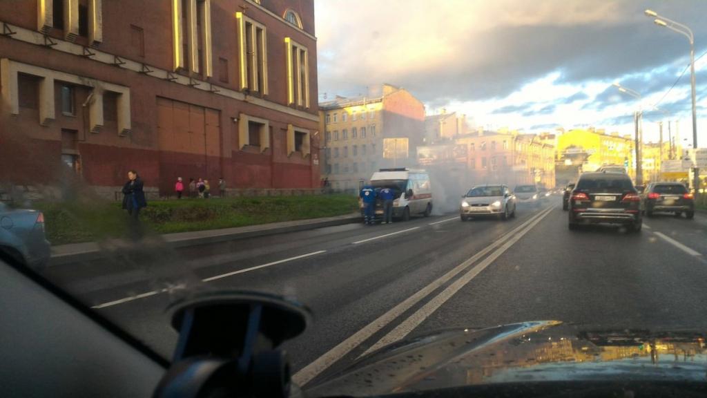 В Санкт-Петербурге загорелась машина скорой помощи