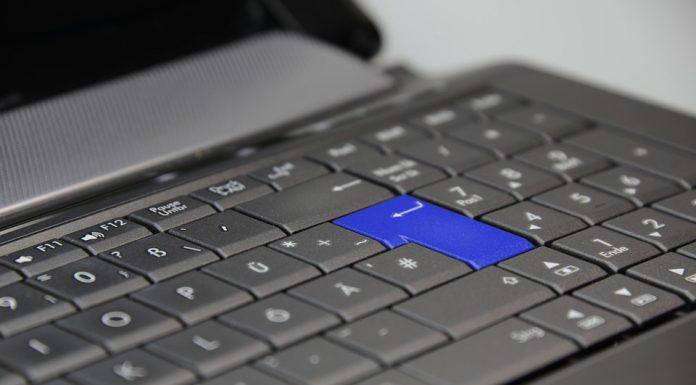 Астраханец стащил у врача ноутбук и мобильник