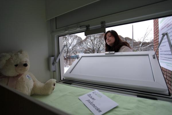 Кто и почему бросает детей в роддомах Петербурга
