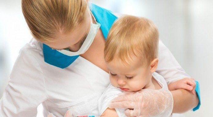 Минздрав не будет принуждать родителей делать прививки детям