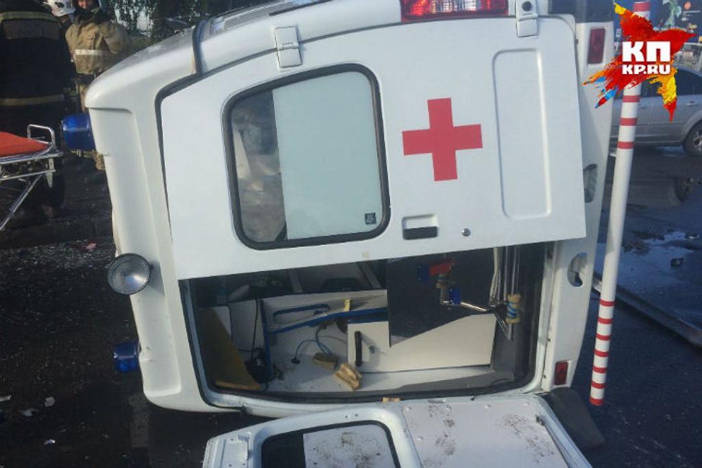 В Омске иномарка протаранила «скорую»: шестеро пострадавших