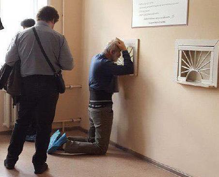 Воронежская больница уберёт окошко, из-за которого пациенты вставали на колени