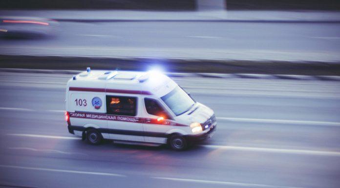 Бегут с умирающим ребенком на руках: тюменский водитель скорой рассказал о хамстве на улицах города