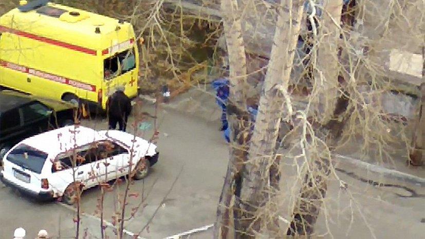 Буйный пациент «скорой» повздорил с медиками и разбил окно реанимобиля