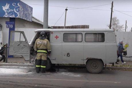Машина скорой помощи вспыхнула на ходу в Черемхове