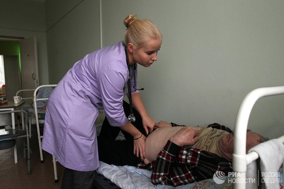 Миллион рублей за работу в деревне. Зачем врачи едут в глубинку