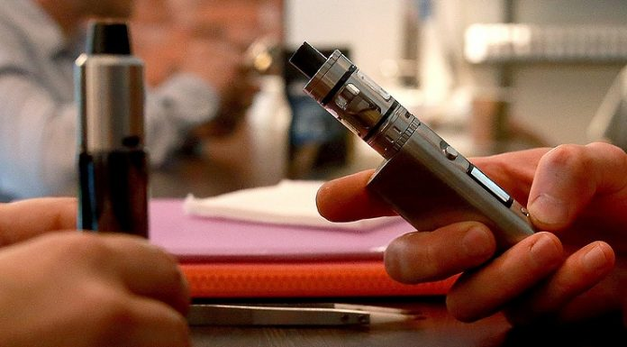 В Минздраве рассказали о вреде электронных сигарет